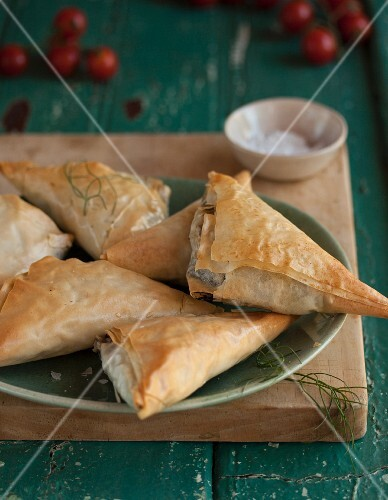 Filo pastry parcels with dill