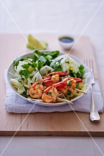 Fennel salad with prawn skewers