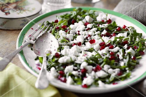 Rocket salad with pomegranate seeds and feta