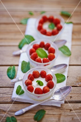 Panna cotta with strawberries and lemon balm