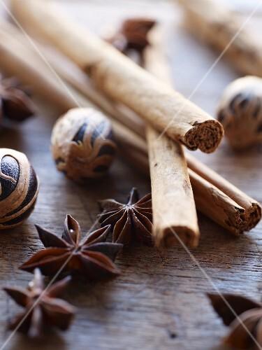 Cinnamon sticks, star anise and nutmegs