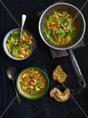 Italian country soup with white beans (view from above)