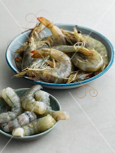 Fresh king prawns, whole and peeled