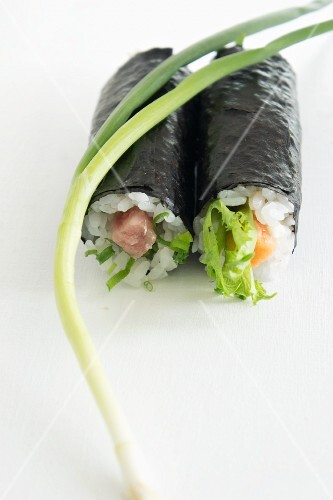 Nori maki with tuna, salmon and salad (Japan)