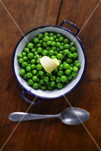 Cooked peas with a curl of butter (view from above)
