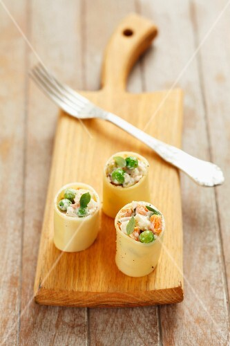 Cannelloni, filled with vegetable mayonnaise and ham