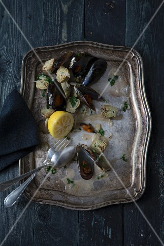 Mussels with artichokes and lemon