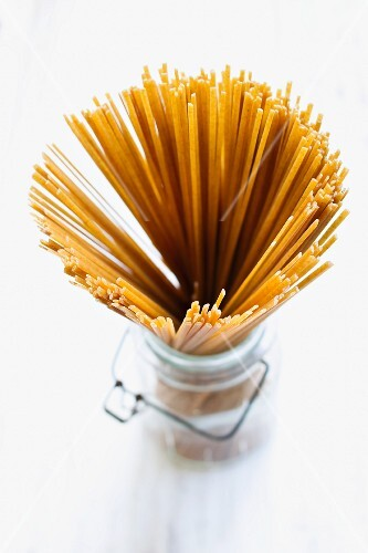 Wholemeal linguini in a jar