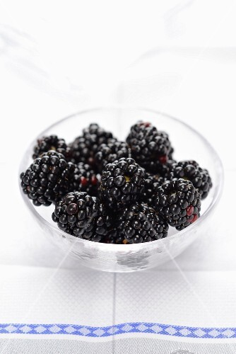 Blackberries in a glass bowl