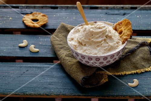 Cashew nut dip with pineapple crisps