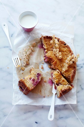 Berry-yogurt streusel cake