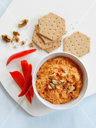 Pepper and walnut dip with crackers