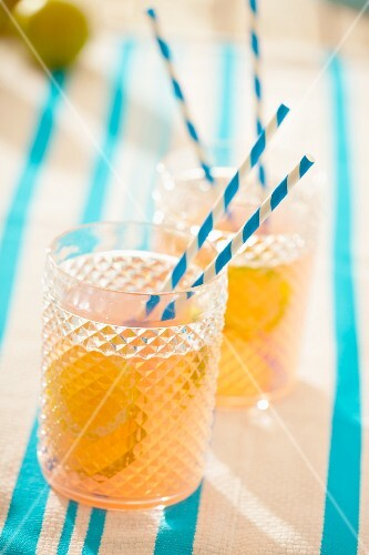 Carbonated grapefruit drink with lime