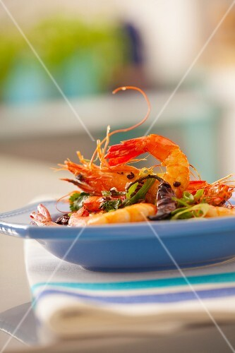 Fried prawns with parsley, leek and dried chillies