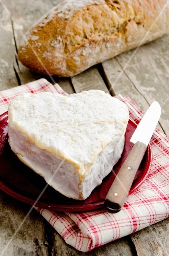A heart-shaped Neufchatel cheese with bread