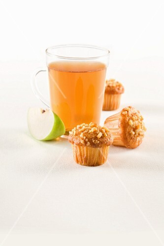 Hazelnut muffins with apple tea