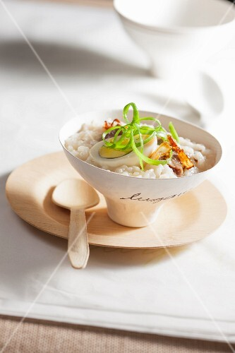 Thick rice soup with egg
