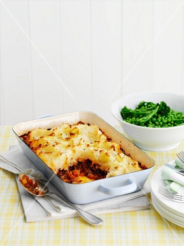 Shepherd's pie with soy sauce, peas and broccoli