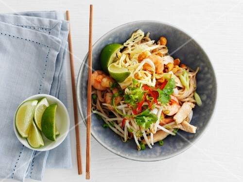 Pad Thai (Thai noodle dish) with chicken and shrimp