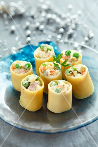 Cannelloni filled with vegetables and ham