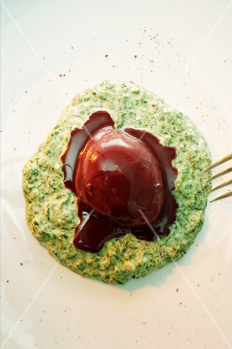 Eggs in red wine on green sauce