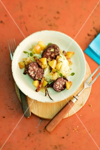Himmel & Erde (black pudding with mashed potatoes and apples, Germany)