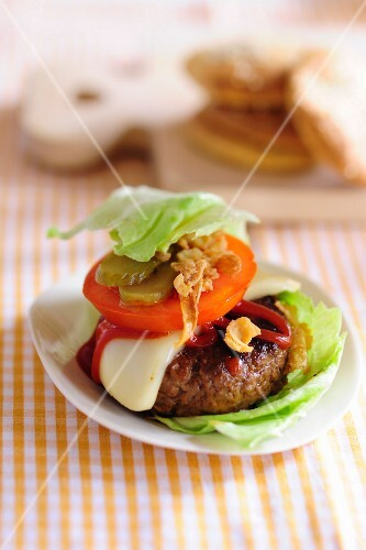 A minced meat burger with trimmings, without a bun