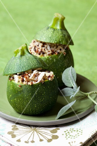 Round courgettes filled with quinoa and parmesan