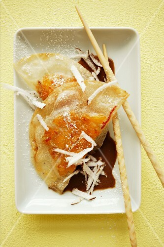 Deep-fried rice paper parcels with pineapple filling