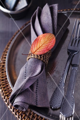 Napkin ring decorated with painted autumn leaf