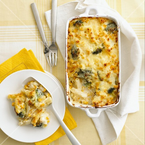 Pasta bake with sweetcorn, broccoli and cheese