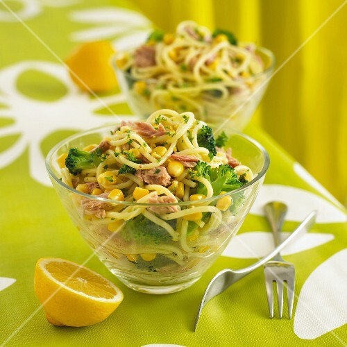 Pasta salad with tuna, sweetcorn and broccoli