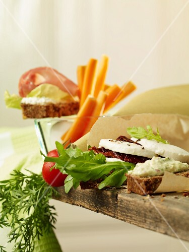 Low-carb sandwiches with vegetables and mozzarella