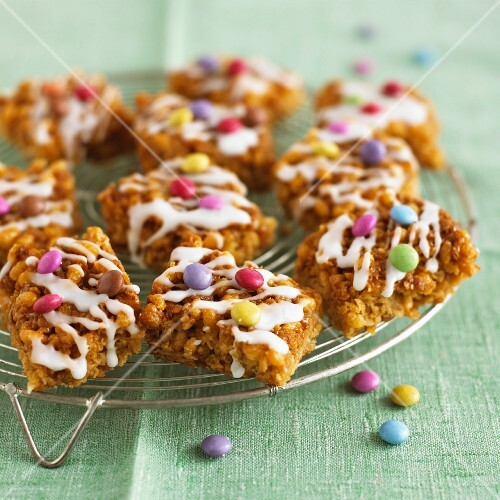 Marshmallow flapjacks with colourful chocolate beans