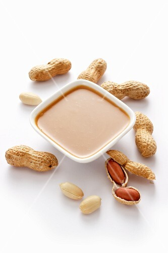 Peanut sauce and peanuts