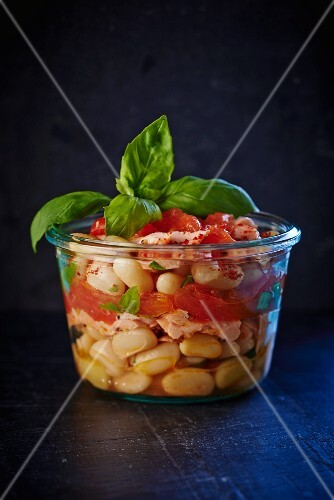 Preserved white beans with smoked salmon and basil