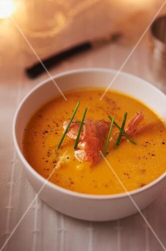Creamy squash soup with prawns