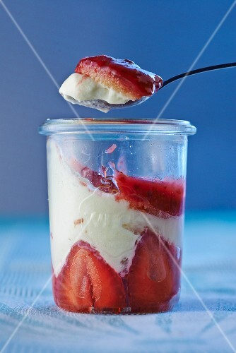 Strawberry & cream torte in a jar and on a spoon