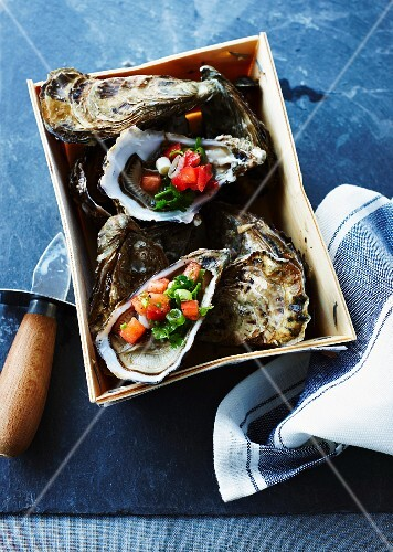 Oysters with vegetables in a punnet