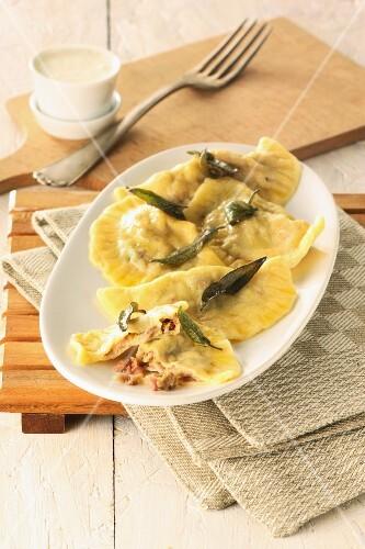 Maultaschen (Swabian ravioli) with deep-fried sage