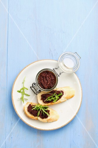 Slices of baguette with tapenade