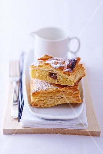 Apple turnover with raisins