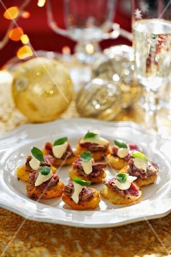 Potato cakes with beef and horseradish