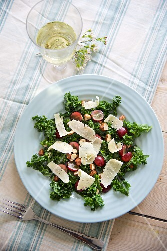 Green kale salad with grapes, hazelnuts and Parmesan