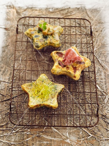Star-shaped Spanish omelettes with ham and mushrooms