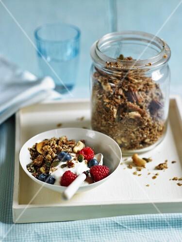 Muesli with yoghurt and berries