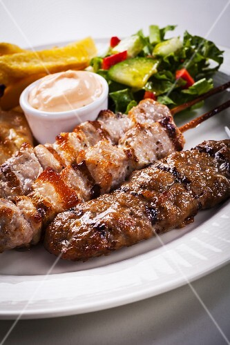 Mixed kebabs with salad and dip (Greece)