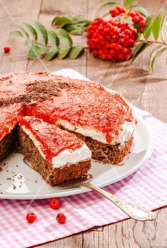 Spice cake with rowanberry glaze