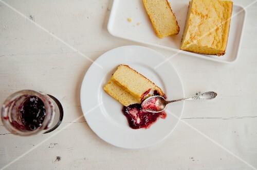 Polenta cake with strawberry jam