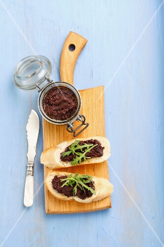 Slices of baguette with tapenade and rocket
